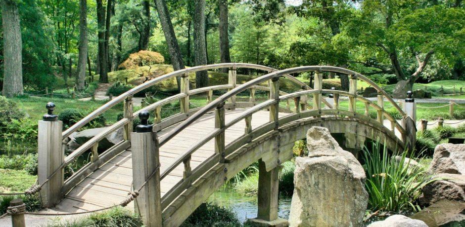 Die Brücke im Garten