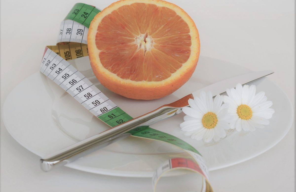 Grapefruit auf dem Teller