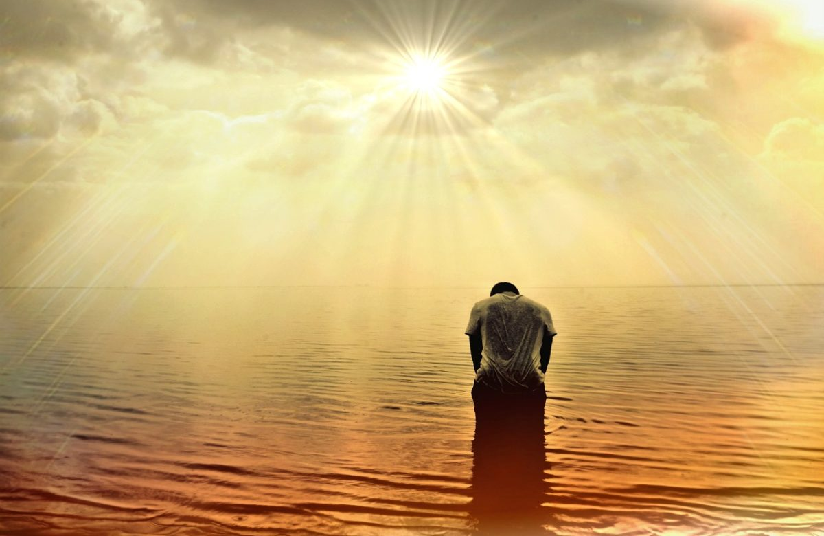 Der Mann, der alleine meditiert